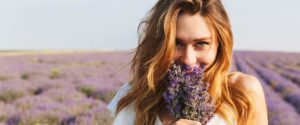 Header-Woman-with-Lavender